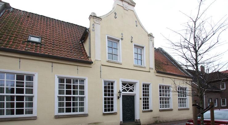 Fassade Bestand Straße Studio Meuleneers Klassische Häuser Gelb