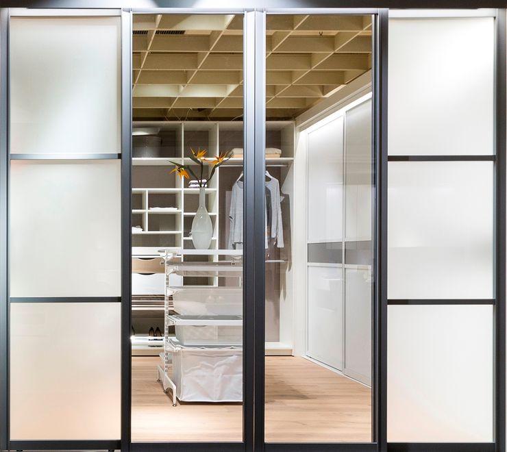 Elfa Deutschland GmbH Dressing roomStorage Wood White