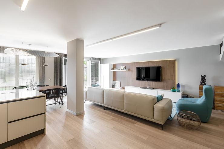 Interior design of a living room in contemporary hous on Cote d'Azur. NG-STUDIO Interior Design Soggiorno moderno