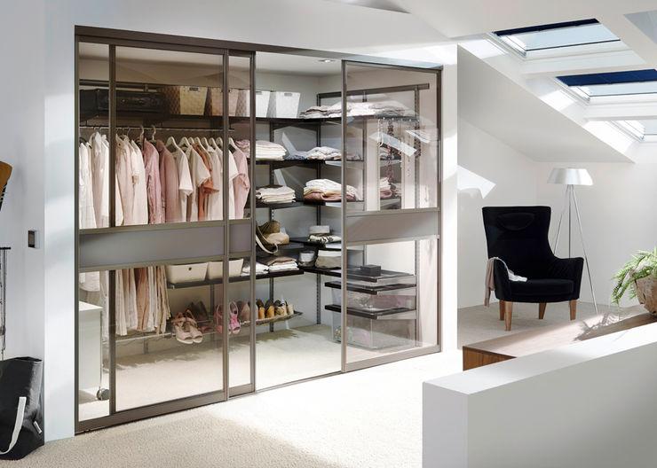 Elfa Deutschland GmbH Classic style dressing rooms Brown