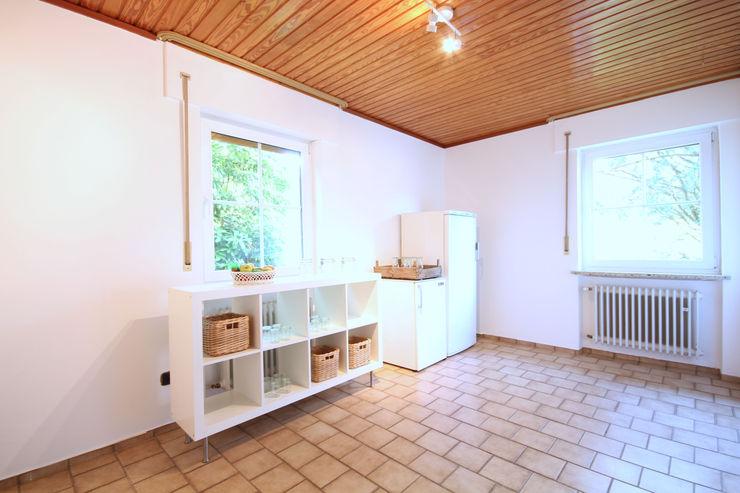 Birgit Hahn Home Staging Classic style kitchen White