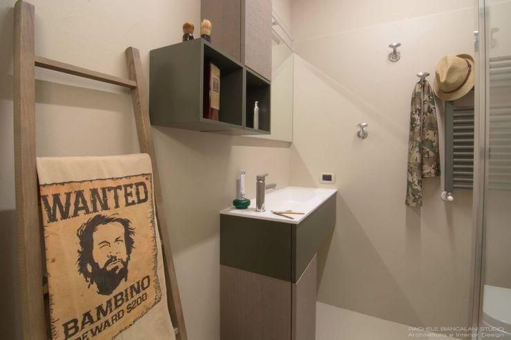 BUDROOM - Un bagno per uomini veri Rachele Biancalani Studio Bagno moderno Cemento Beige