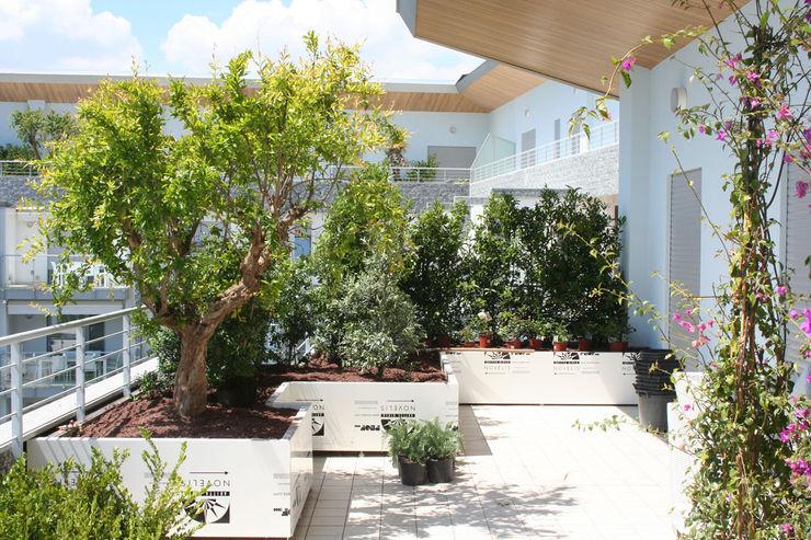 Febo Garden landscape designers Patios & Decks Aluminium/Zinc White