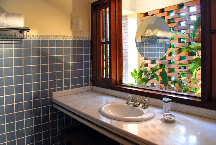 Eduardo Novaes Arquitetura e Urbanismo Ltda. Country style bathroom