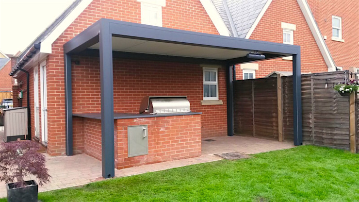 Outdoor Living Pod, Louvered Roof Patio Canopy Installation. homify Jardines modernos