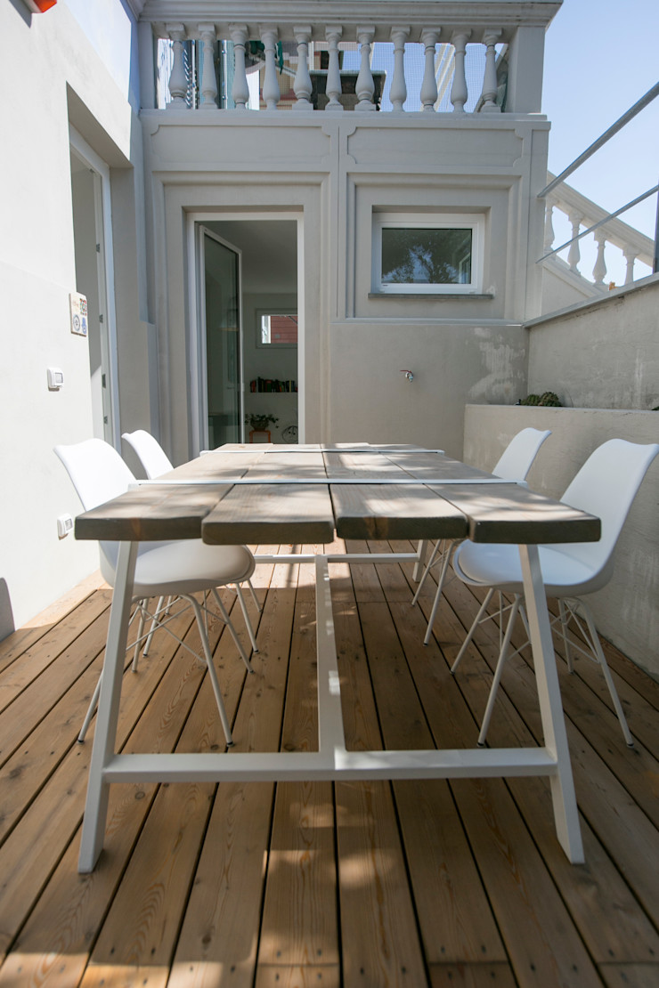 mc2 architettura Mediterranean style balcony, veranda & terrace