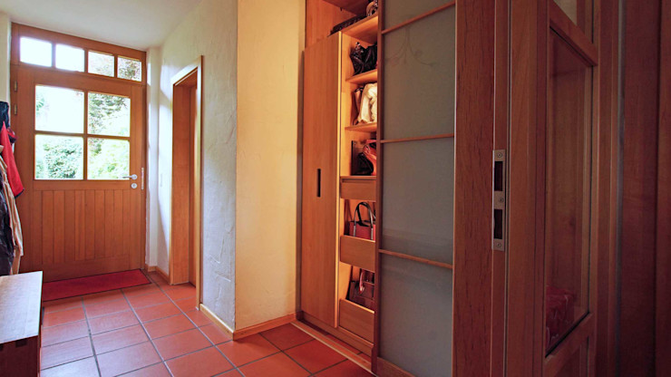 Lignum Möbelmanufaktur GmbH Corridor, hallway & stairsStorage