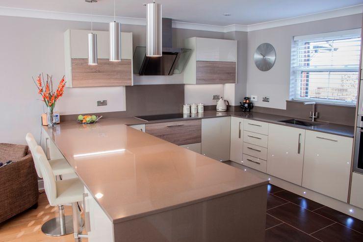 Customer H Kitchen Living Modern kitchen