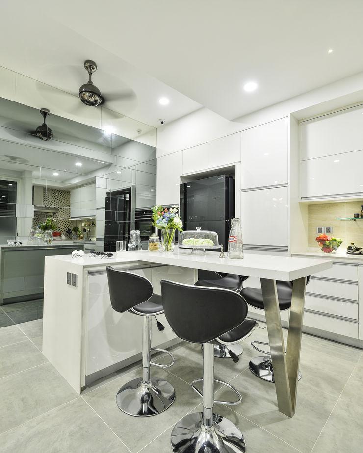 Ultramodern Loft | CONDOMINIUM Design Spirits Modern style kitchen