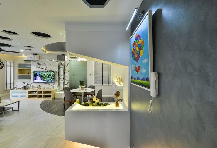 Ultramodern Loft | CONDOMINIUM Design Spirits Modern corridor, hallway & stairs