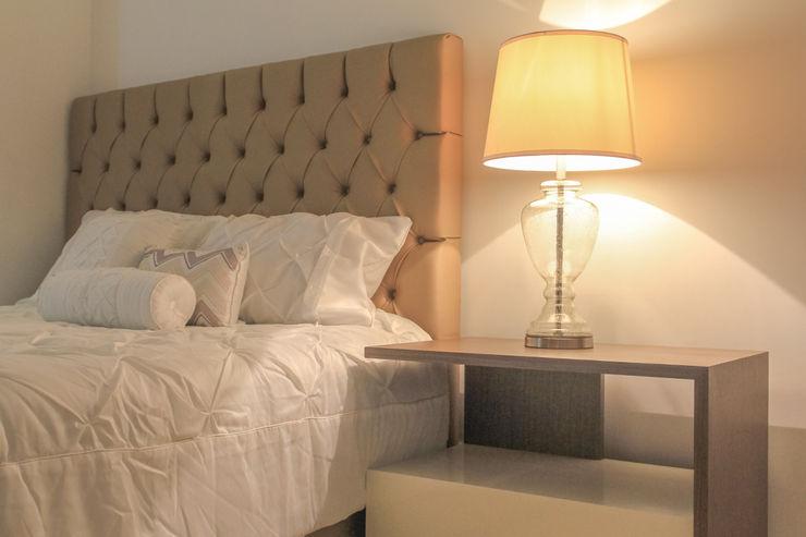Monica Saravia Classic style bedroom Beige