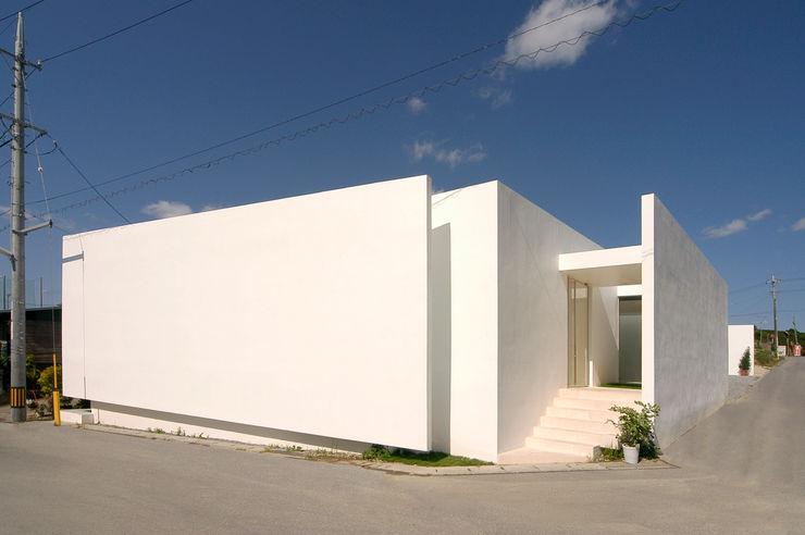 門一級建築士事務所 Minimalist house Reinforced concrete White