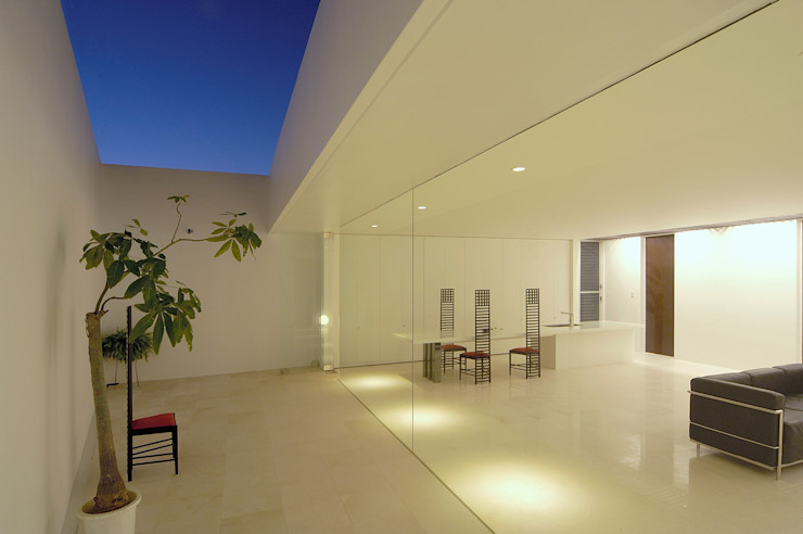 門一級建築士事務所 Minimalist style garden Marble White