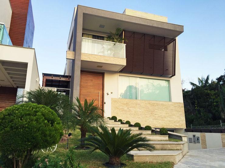 homify Casas de estilo moderno Ladrillos Beige