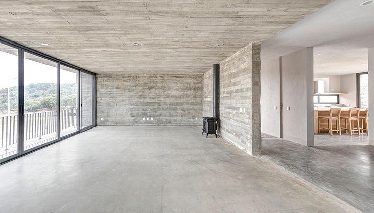 La Desarrolladora Salones de estilo minimalista Hormigón Gris