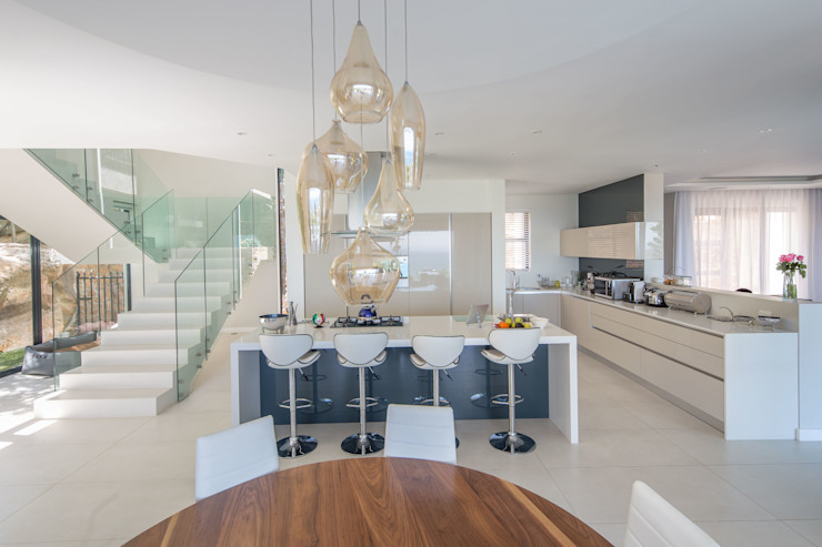 HOUSE I CAMPS BAY, CAPE TOWN I MARVIN FARR ARCHITECTS MARVIN FARR ARCHITECTS Modern kitchen