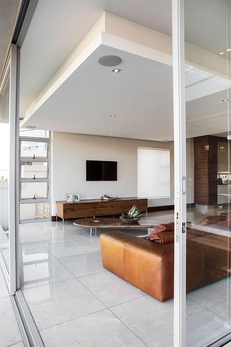 Residence Naidoo FRANCOIS MARAIS ARCHITECTS Modern living room