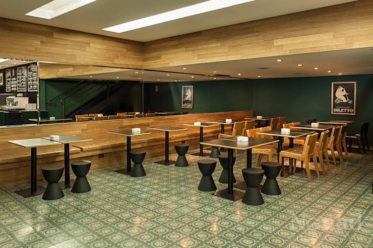 Riskalla & Mueller Arquitetura e Interiores Bars & clubs modernes Bois massif Vert