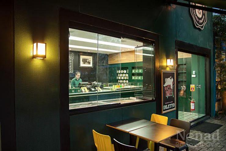 Riskalla & Mueller Arquitetura e Interiores Bars & clubs modernes Verre Vert