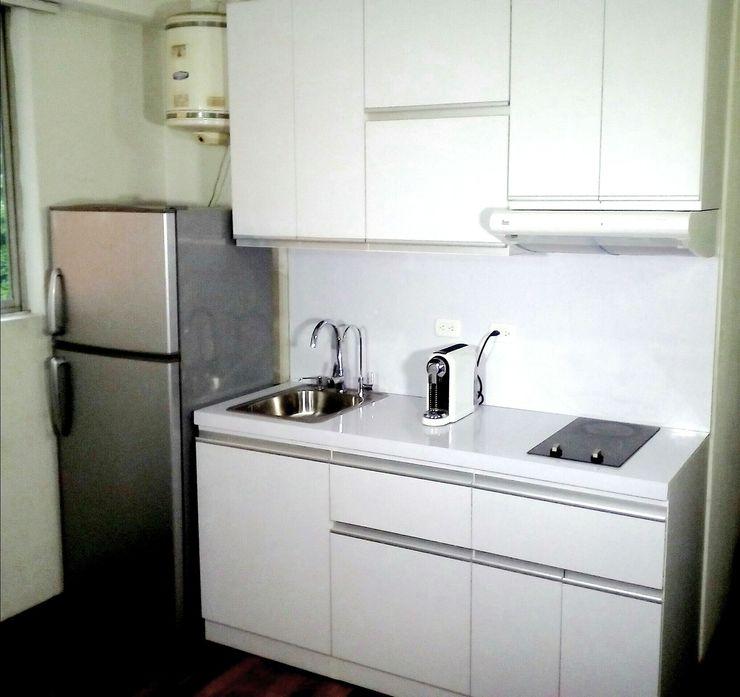 Cocina Minimalista Moderna Grupo Creativo DF, C.A. Cocinas de estilo minimalista Tablero DM Blanco