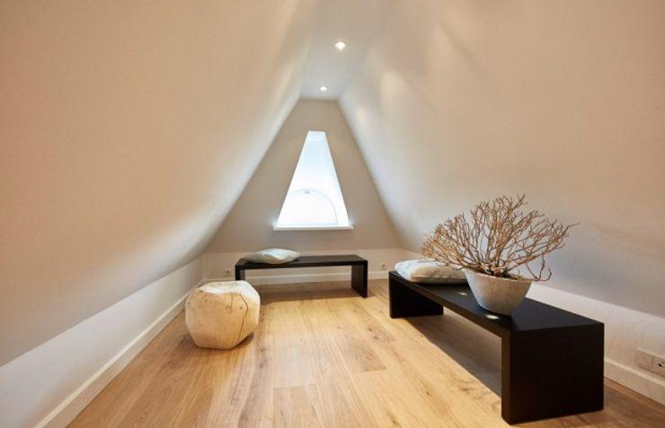SALLIER WOHNEN SYLT Koridor & Tangga Modern Kayu Beige