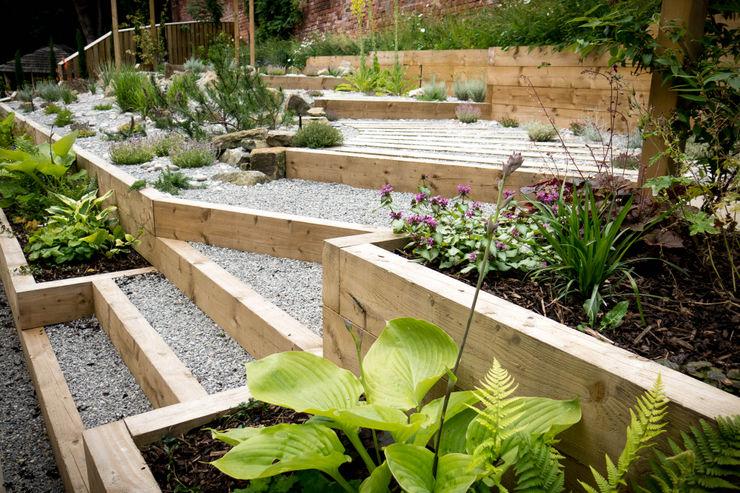 Modern Garden with a rustic twist Yorkshire Gardens Moderner Garten