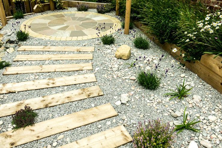 Modern Garden with a rustic twist Yorkshire Gardens Jardin moderne