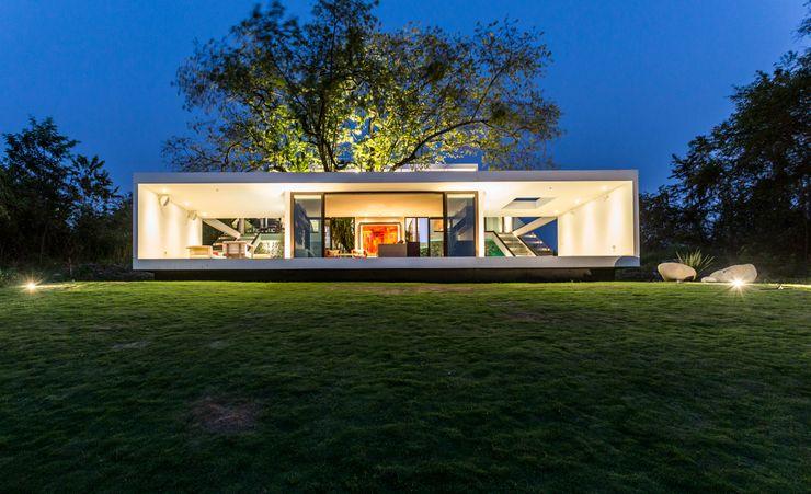 Fachada norte Yucatan Green Design Casas de estilo minimalista