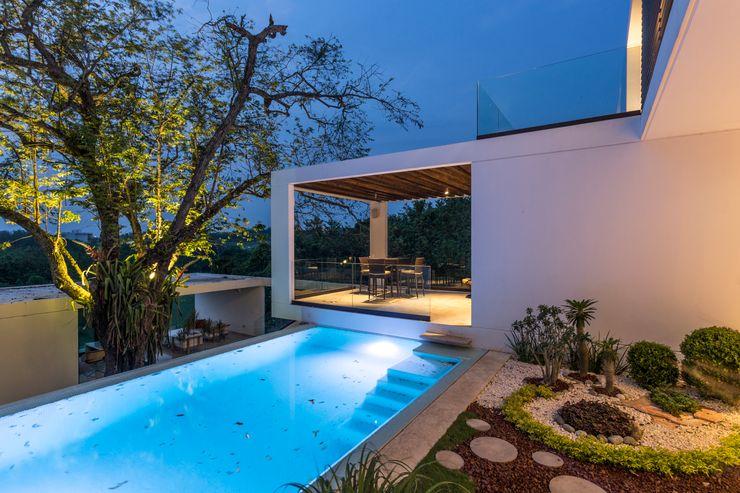 Alberca Yucatan Green Design Piscinas de estilo minimalista
