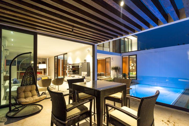 Terraza apergolada Yucatan Green Design Balcones y terrazas de estilo minimalista