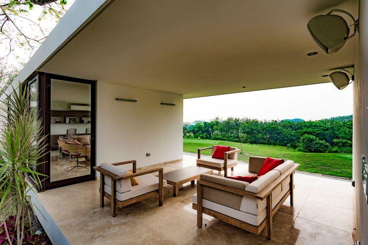 Terraza Yucatan Green Design Balcones y terrazas de estilo minimalista
