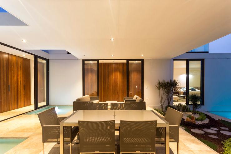 Vestíbulo / Terraza Yucatan Green Design Balcones y terrazas de estilo minimalista