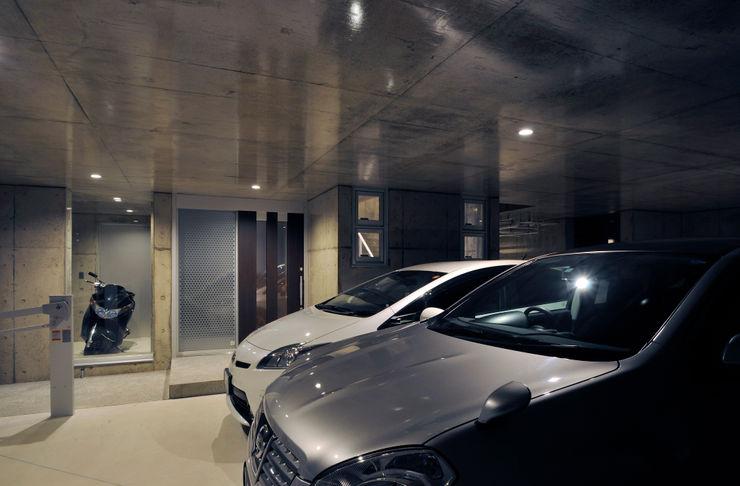 浮かぶRing 久友設計株式会社 地中海デザインの ガレージ・物置