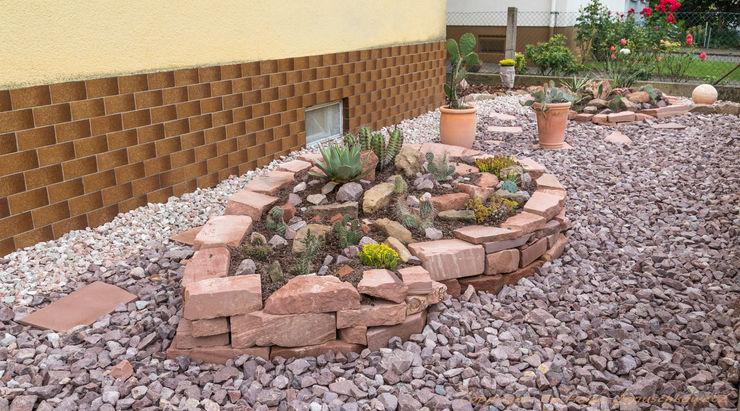 homify Mediterranean style garden Sandstone