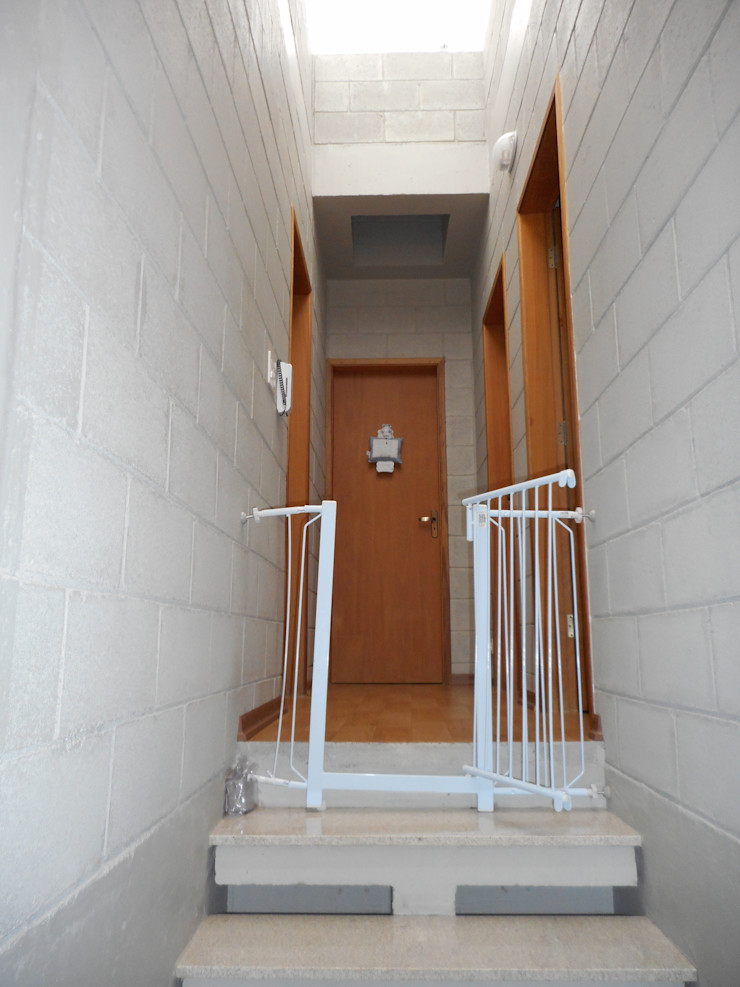 Metamorfose Arquitetura e Urbanismo Rustic style corridor, hallway & stairs