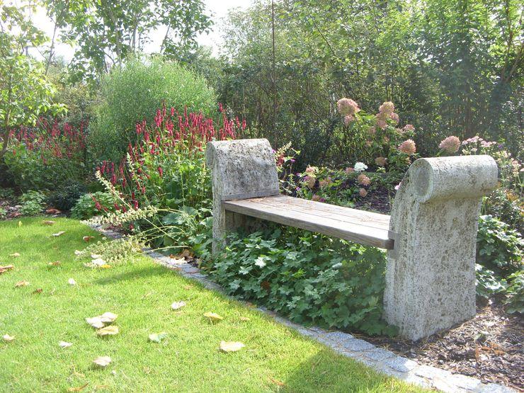 ... auch die Bank sollte wieder verwendet werden KAISER + KAISER - Visionen für Freiräume GbR GartenAccessoires und Dekoration