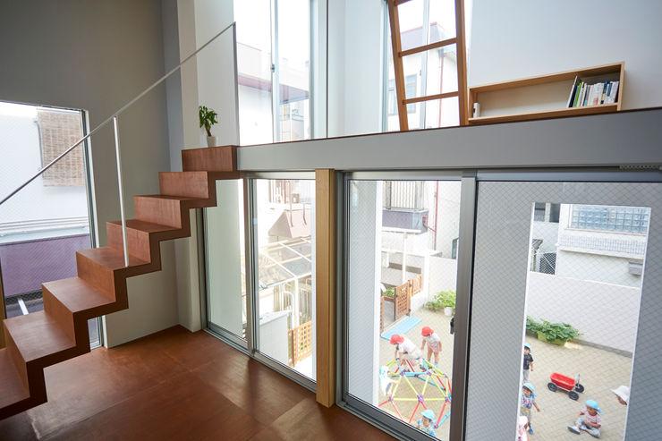 住居と園庭 松浦荘太建築設計事務所 モダンデザインの リビング