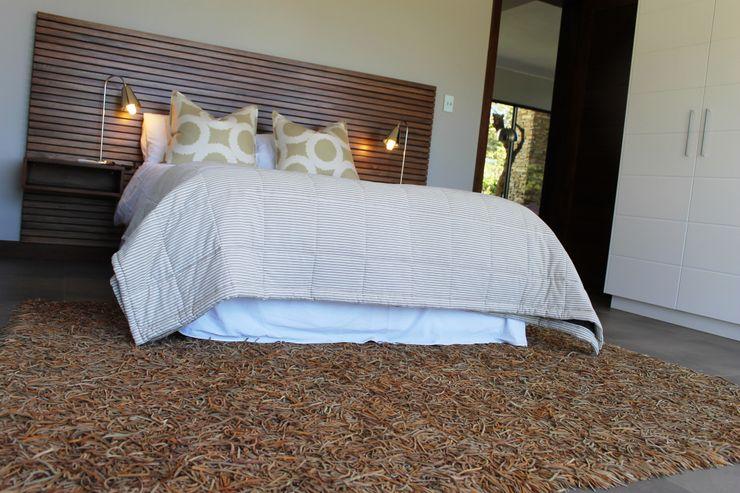 Guest Bed Margaret Berichon Design Classic style bedroom Solid Wood Beige