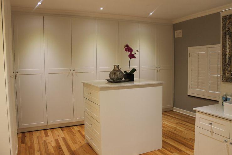 Margaret Berichon Design Klasik Giyinme Odası Orta Yoğunlukta Lifli Levha Beyaz