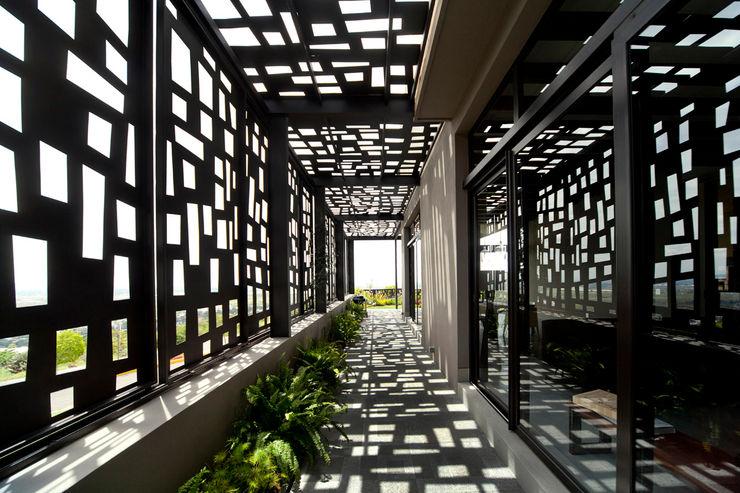 VMArquitectura 現代風玄關、走廊與階梯 水泥
