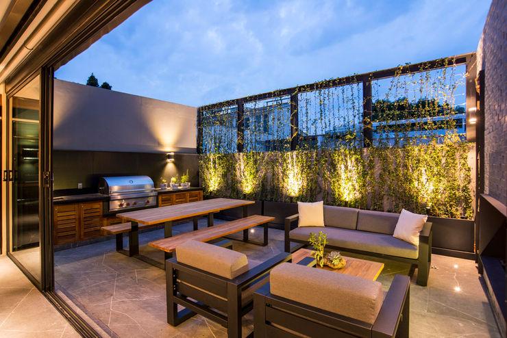 La Fontaine Sobrado + Ugalde Arquitectos Balcones y terrazas modernos