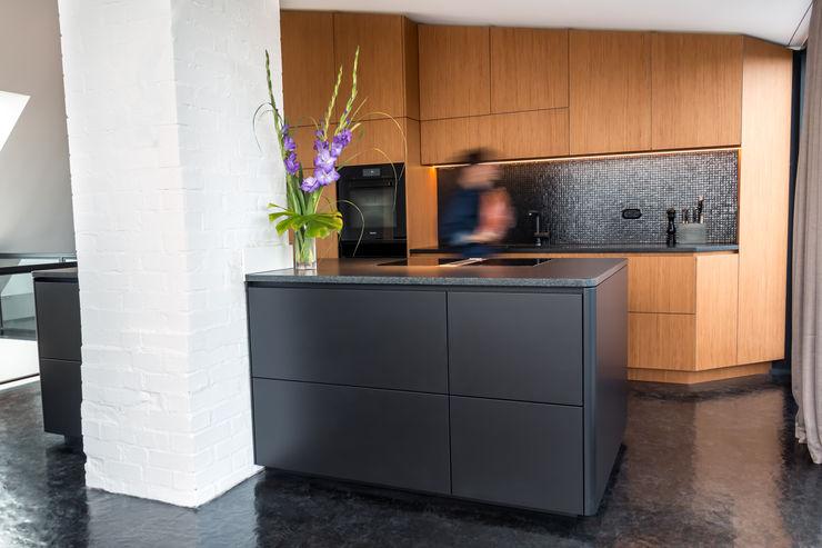DER RAUM Modern kitchen