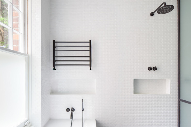 Master Ensuite deDraft Ltd Scandinavian style bathroom White