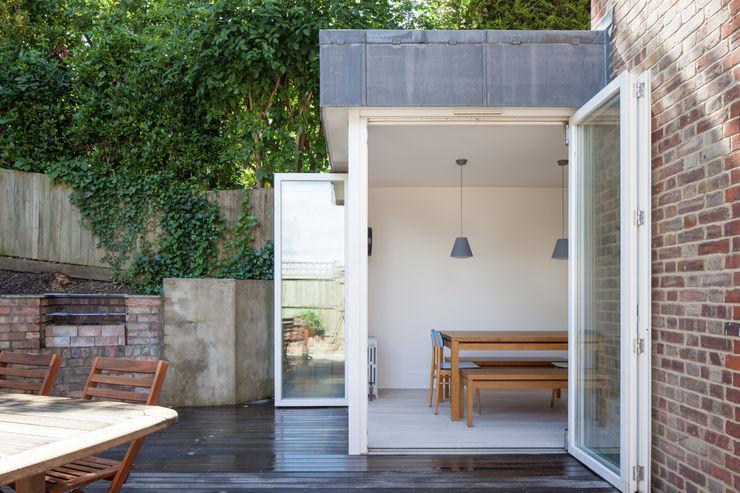 View of Dining Room from garden patio deDraft Ltd Comedores de estilo escandinavo Metal Blanco