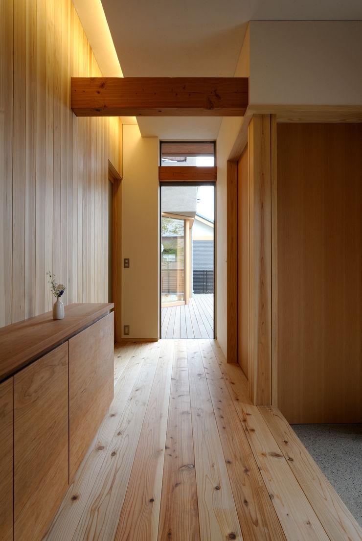 藤松建築設計室 Corridor, hallway & stairs Storage