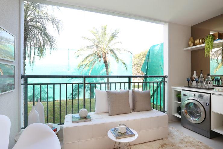 homify Балкон и терраса в стиле минимализм