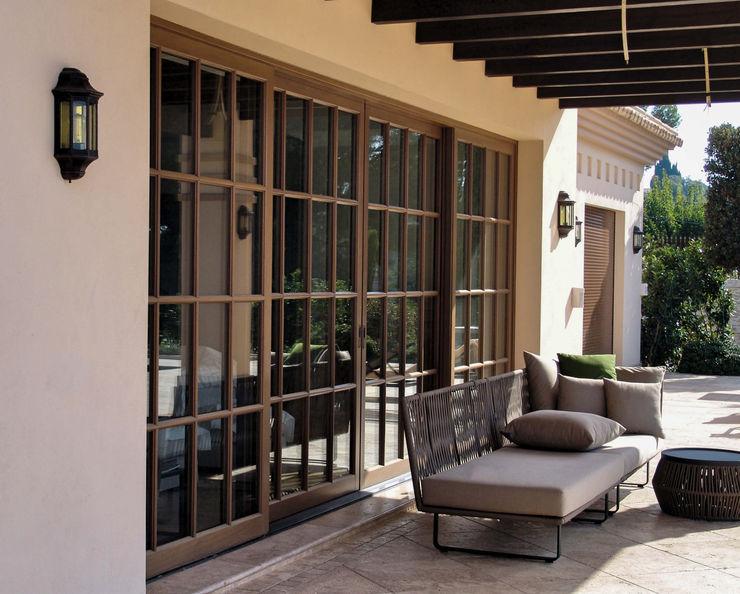 homify Rustic style windows & doors Wood