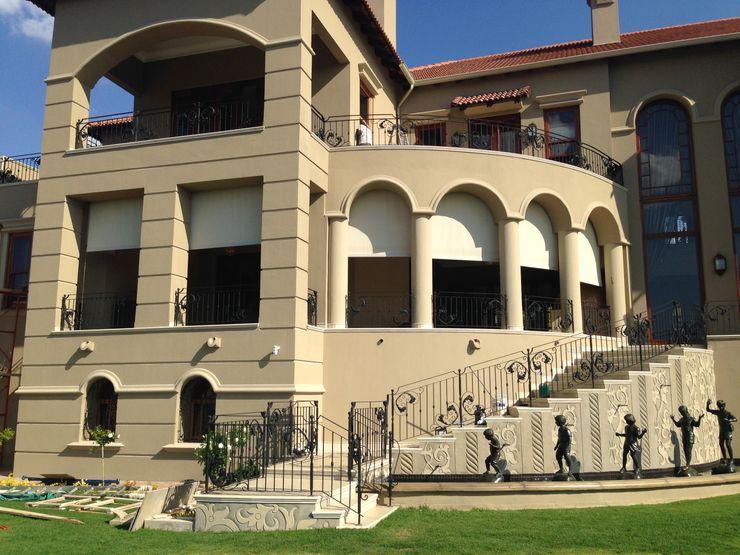 Blind Rage Classic style balcony, veranda & terrace