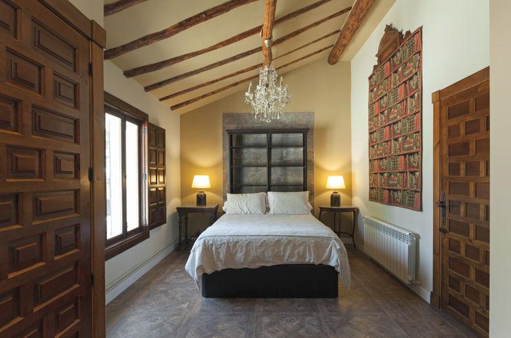 Casa entre vinhedos Raul Garcia Studio Quartos rústicos