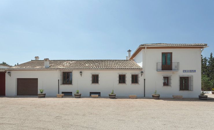 Casa entre vinhedos Raul Garcia Studio Casas rústicas